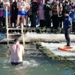 Спасатели следят за безопасностью во время крещенских купаний