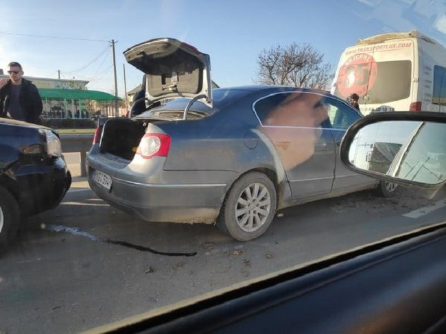 В Магдачештах столкнулись сразу 4 автомобиля: среди них – маршрутка с пассажирами (ФОТО)