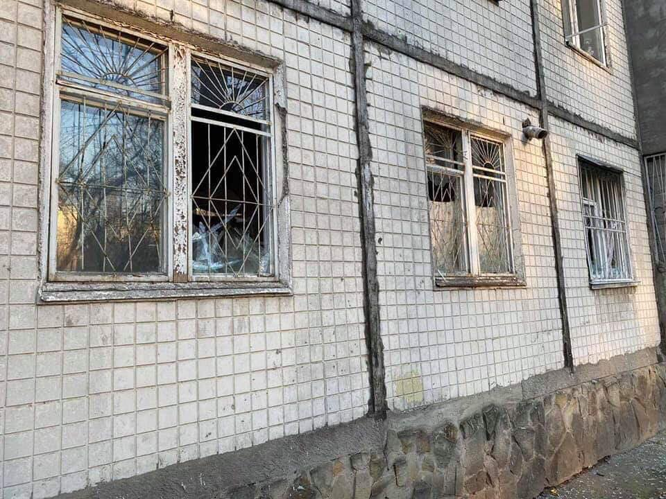 Разбившиеся от взрыва окна в доме на Буюканах уже заменены