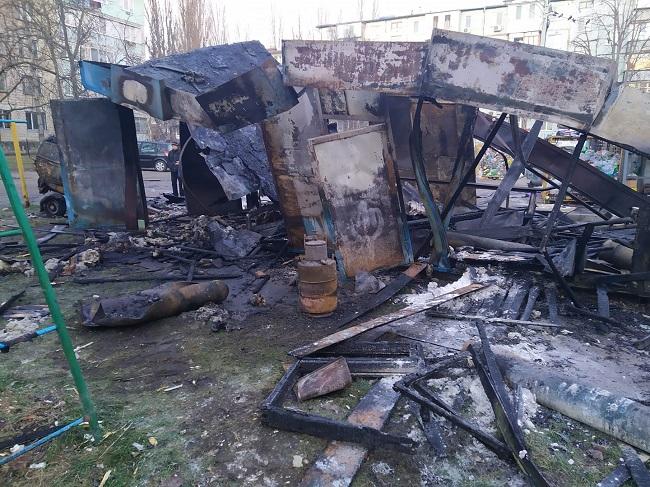 На Буюканах прогремел мощный взрыв: на воздух взлетел гараж с кислородными баллонами (ФОТО, ВИДЕО)