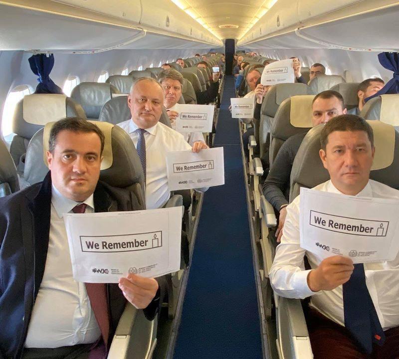 """""""Мы помним"""": Молдавская делегация во главе с президентом присоединилась к всемирному флешмобу"""