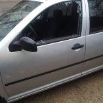 На Чеканах неизвестные разбили камнем стекло у припаркованного авто (ФОТО)