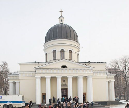 Трагедия в Кишинёве: пришедший в церковь за святой водой мужчина умер