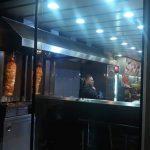 В столичной кебабной мужчина угрожал покончить с собой: полицейские вели переговоры несколько часов (ВИДЕО)