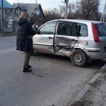На Чеканах две легковушки столкнулись с грузовым авто (ФОТО)