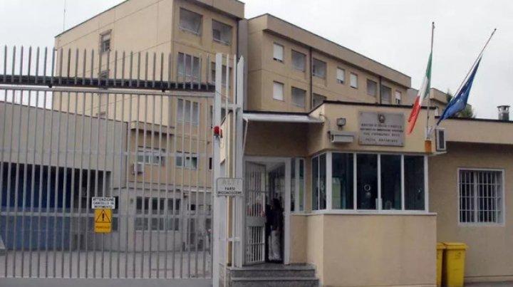 В Италии молдаванин-заключённый напал на охранников тюрьмы