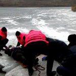 Едва не утонул: сотрудники ГИЧС спасли рыбака на Гидигиче (ВИДЕО)