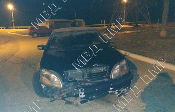 ДТП в Дубоссарах: пьяный водитель на Mercedes врезался в отбойник