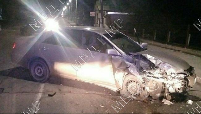 Водитель уснул за рулём: Toyota врезалась в припаркованный автомобиль в Рыбнице