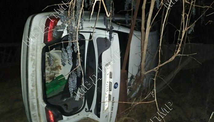 В Григориополе BMW врезался в забор и опрокинулся. Водитель сбежал с места ДТП