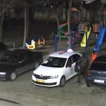 Полиция разыскивает молодых людей, ограбивших машину такси (ВИДЕО)