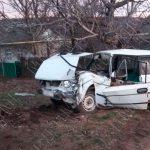 В Бендерах водитель врезался в столб, пытаясь уйти от столкновения (ФОТО)