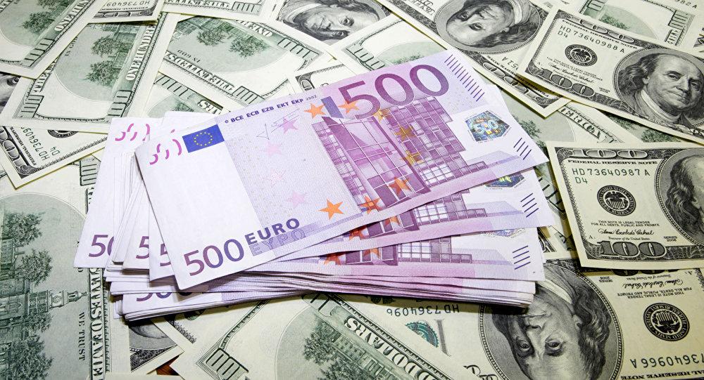 Курс валют: сколько будут стоить доллар и евро во вторник