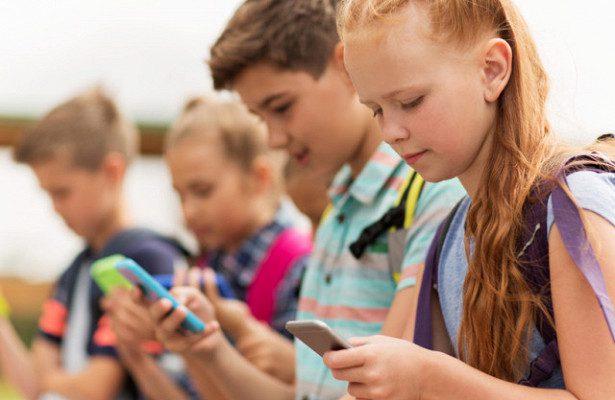 Премьер подтверждает: С 1 сентября мобильные телефоны на уроках в школах будут запрещены (ВИДЕО)