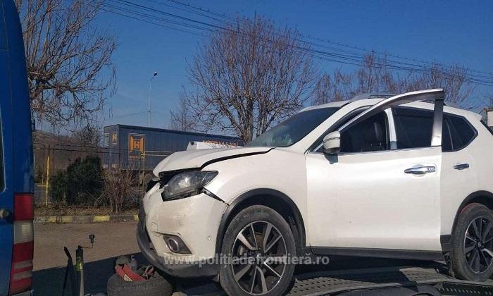 Гражданин Молдовы пытался провезти через границу битый и разыскиваемый во Франции автомобиль