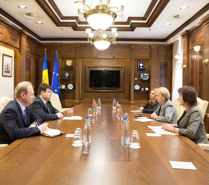 Зинаида Гречаный обсудила возможности расширения экономического сотрудничества с послом Беларуси