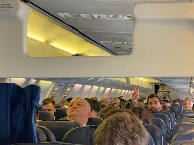 Сохраняя верность традиции: президент отправился в Мюнхен обычным рейсом в эконом-классе