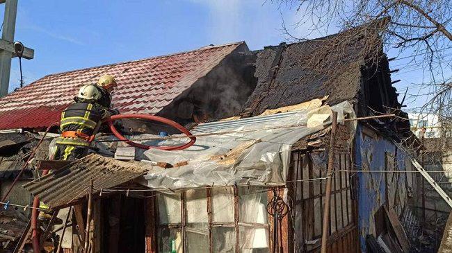 Пожар в столице: загорелся частный дом (ФОТО)