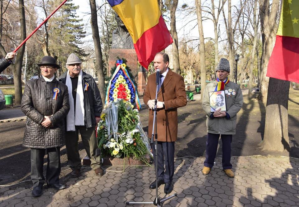 Ион Чебан возложил цветы к бюсту Григоре Виеру (ФОТО)