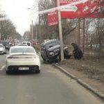 На Петриканах водитель протаранил столб