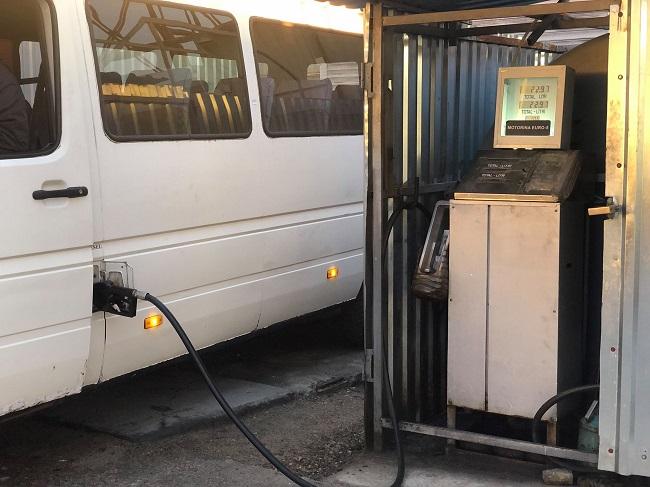 В Кишинёве нашли подпольную АЗС: топливо незаконно продавали водителям маршруток (ФОТО)