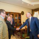Президент выслушал личные проблемы граждан и пообещал помочь с их решением (ФОТО)