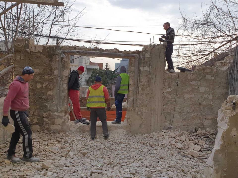 Под снос: в столице продолжают демонтировать незаконные конструкции (ФОТО)