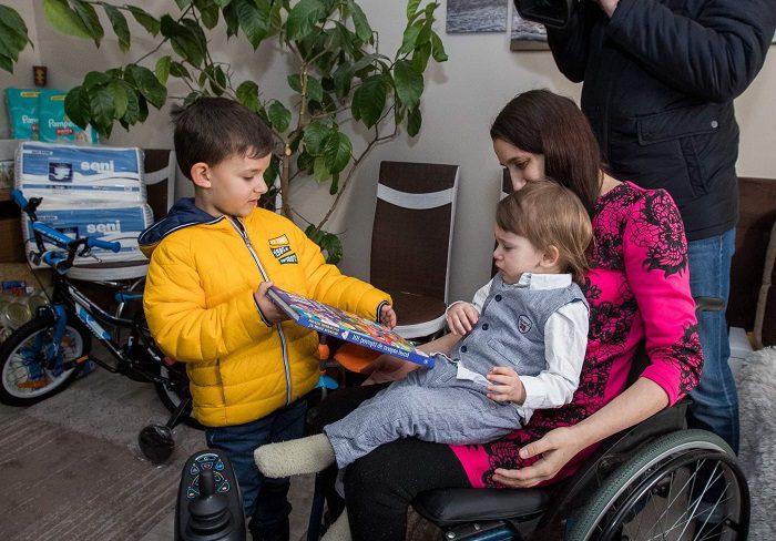В свой день рождения Игорь Додон навестил с подарками нуждающуюся семью (ФОТО, ВИДЕО)