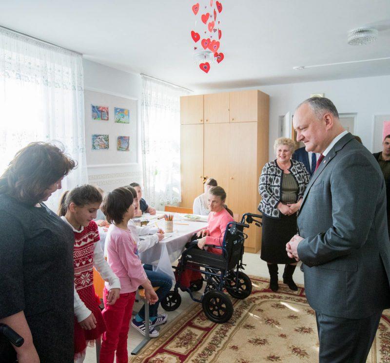 Президент посетил с подарками Центр временного размещения детей с ограниченными возможностями в Хынчештах (ФОТО, ВИДЕО)