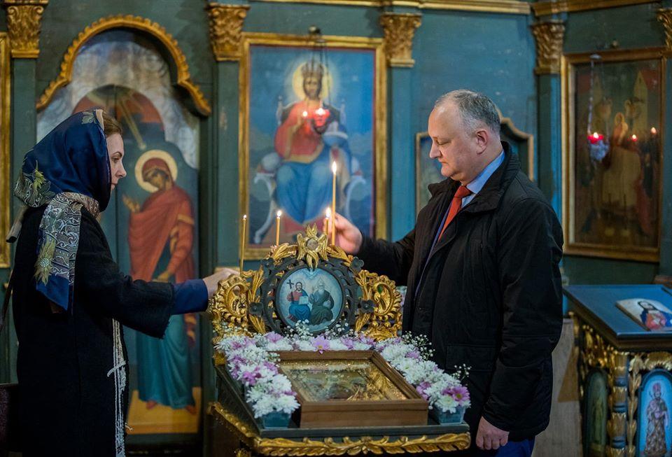 Глава государства посетил церковь Успения Пресвятой Богородицы и помолился за благополучие граждан (ФОТО)