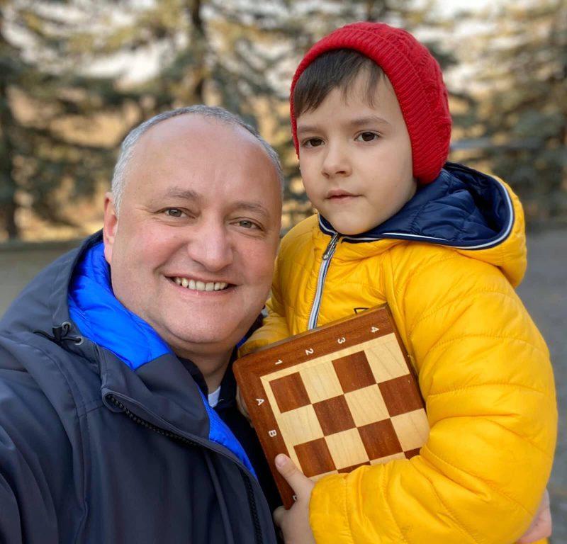 «Папа – на работу, Николай – в детский сад»: президент опубликовал фото с младшим сыном