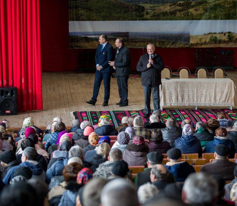 Полный зал в разгар дня: в Красноармейском сотни людей пришли на встречу с президентом (ФОТО)