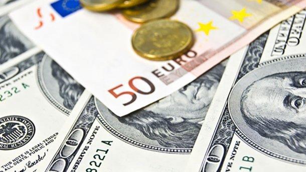 В четверг доллар и евро снова подорожают