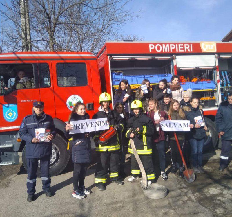 Сотрудники ГИЧС провели лекцию по безопасности для студентов из Хынчешт (ФОТО)