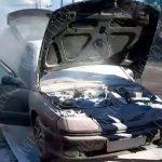В Бендерах патрульные помогли потушить загоревшийся на ходу автомобиль