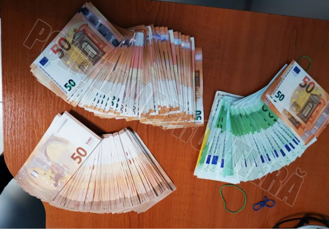 Пограничники обнаружили у иностранца крупную незадекларированную сумму денег (ФОТО)