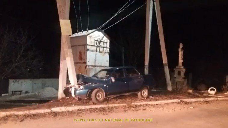Пьяный отец с двумя детьми в авто врезался в столб (ВИДЕО)