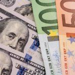 Во вторник курс евро и доллара немного понизится
