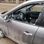 Неизвестные разбили машину жителя столицы и украли видеорегистратор (ФОТО)