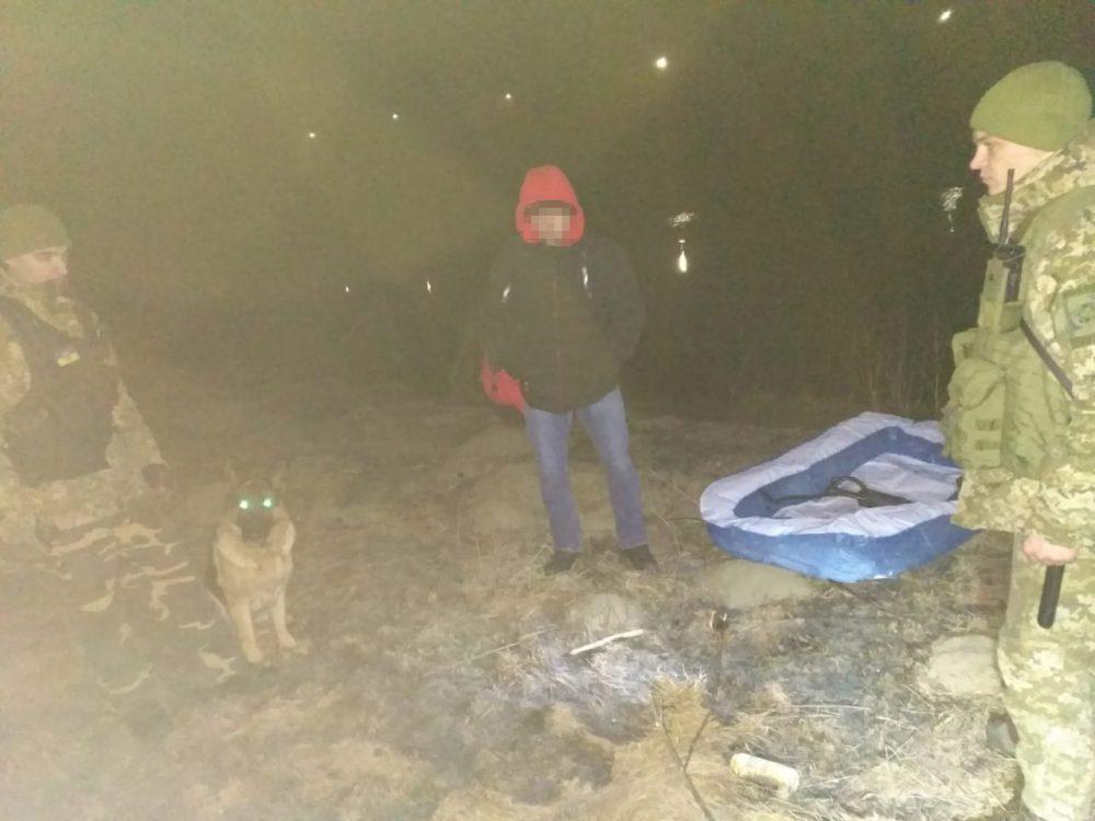 Молдаванин пытался переплыть Днестр на детском надувном бассейне (ФОТО)
