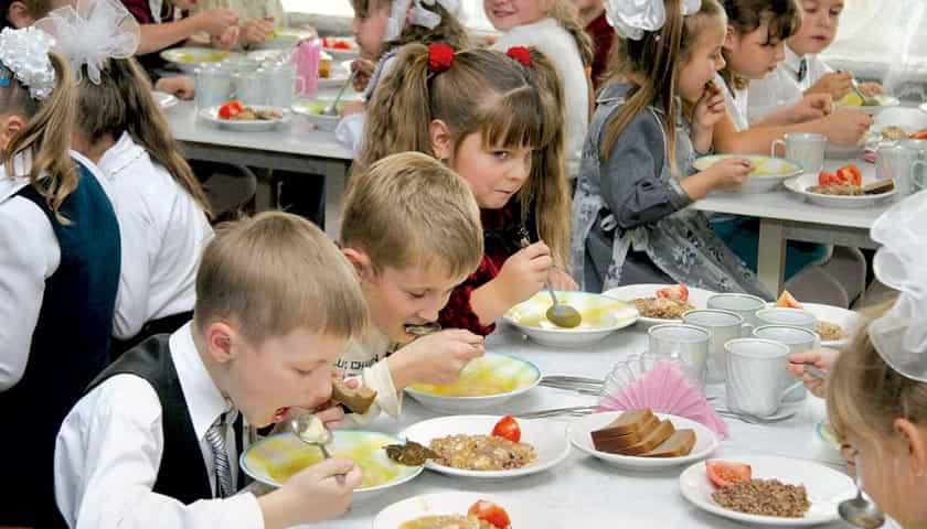 По инициативе президента все учащиеся 1-9 классов будут обеспечены бесплатным питанием в школах (ВИДЕО)