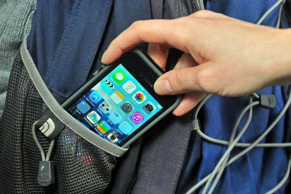 14-летний подросток украл телефон у приятеля: за проступок придётся ответить родителям