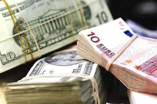 Курс валют на среду: рост доллара и евро продолжается