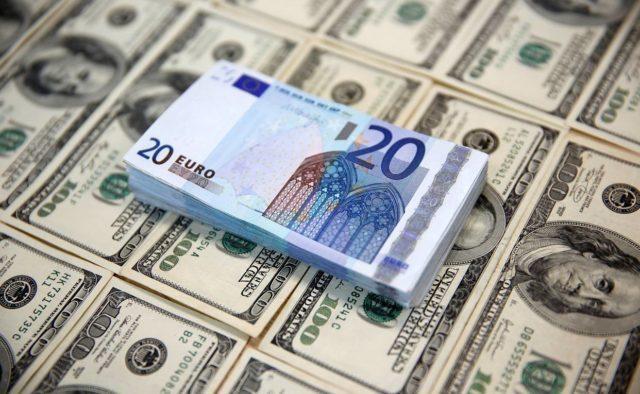 Сколько будут стоить доллар и евро в первый день новой рабочей недели