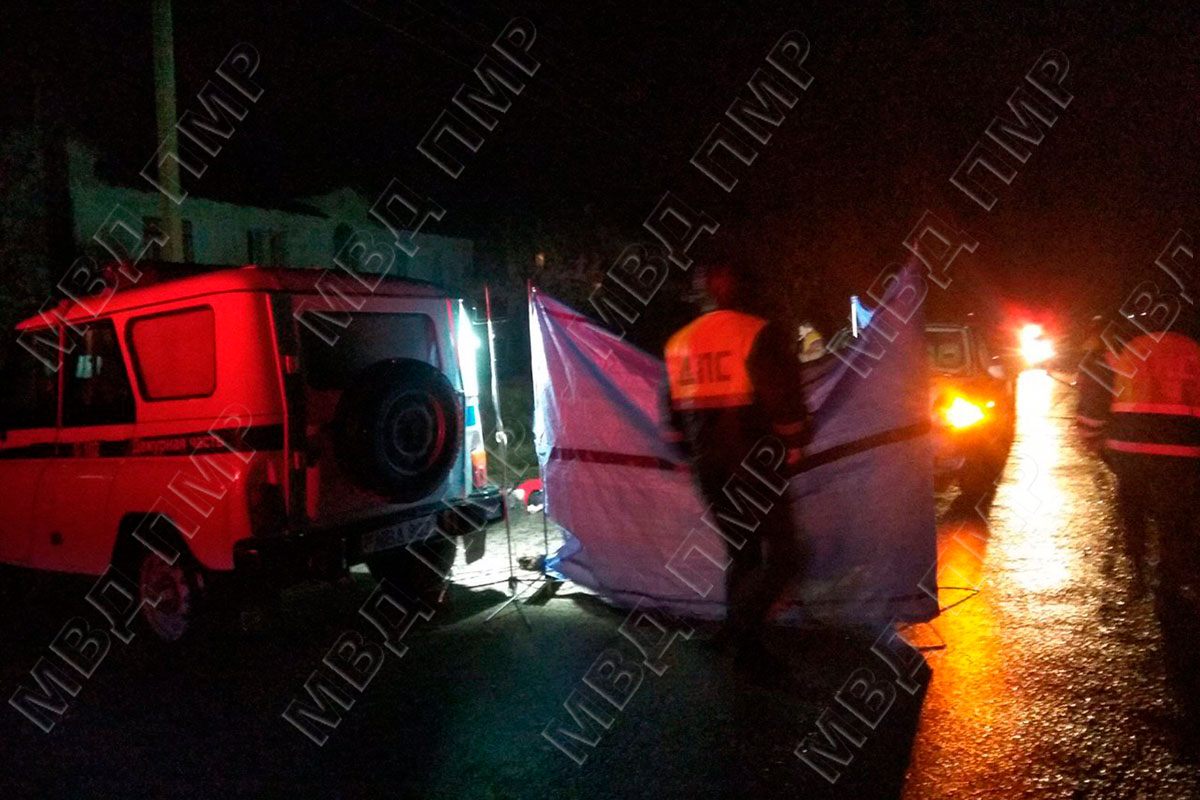 Пенсионерка скончалась под колесами автомобиля в Приднестровье