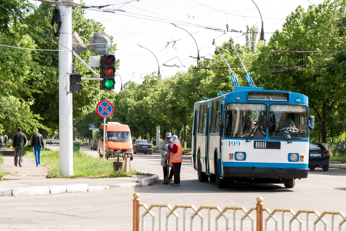 """В Тирасполе продлили работу троллейбусов, которые возят на работу сотрудников """"Тиротекса"""" для пошива медицинских масок"""