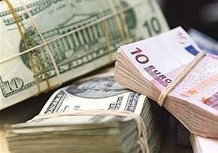 Курс валют на пятницу и выходные: какие значения покажут доллар и евро