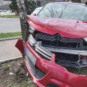 Хотела как лучше. Автоледи врезалась на автомобиле в дерево, пытаясь избежать ДТП (ФОТО)
