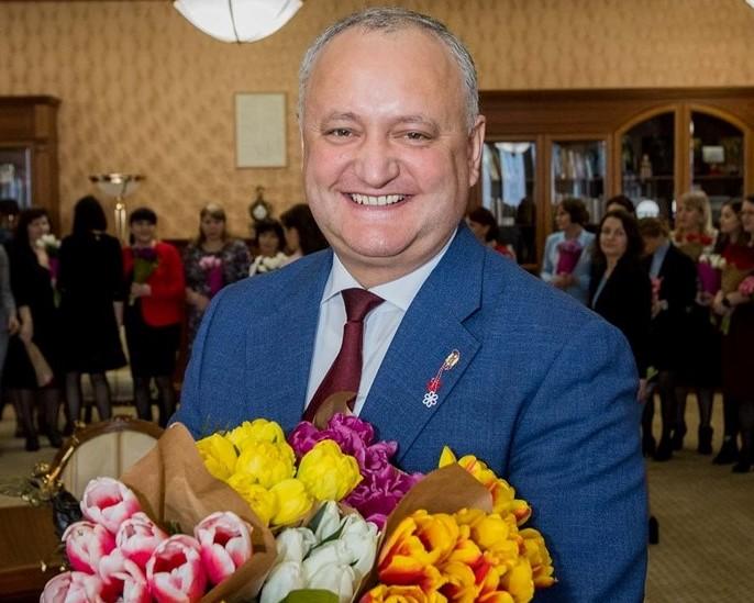 Президент поздравил всех женщин страны с 8 Марта (ВИДЕО)