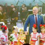 Додон принял участие в открытии фестиваля «Мэрцишор» (ФОТО, ВИДЕО)